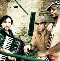 Mau Mau. Folk rock group established in 1991. They have toured all over Europe, North Africa, Japan, Iraq, and Palestine. In 1993 they won the Tenco award and in 1995, the Revelacion Internacional award at the BAM Festival in Barcelona.